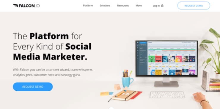 """Estas ferramentas digitais para agências certamente vêm a calhar se você tem uma sala cheia de pessoas que têm de se superar dia após dia.Em outras palavras, um software inteligente pode servir como uma dúzia de mãos extras na vida de um funcionário em uma agência de marketing digital. Confira a lista com as 20 principais ferramentas para ajudar a sua agência a """"bombar na netchiii"""" em 2019. CONFIRA! ➤ Marketing de Conteúdo, Redes Sociais, Content Marketing, Social Media, Tendências 2019, Inteligência Artificial, Estratégias Online, Estratégias Digitais, Gadgets"""
