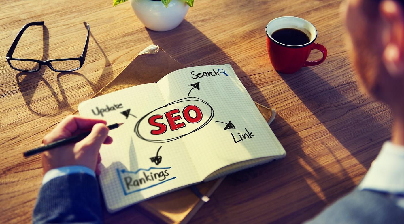 Com o SEO (Search Engine Optimization) se tornando uma parte crucial do marketing de conteúdo, é importante entender como produzir conteúdo otimizado para melhor alcançar o seu público-alvo.Afinal, 93% das experiências on-line começam com a pesquisa nos motores de busca e 51% do tráfego da Web vem da pesquisa orgânica. Então, hoje apresentamos a melhorSEO checklist para profissionais do marketing de conteúdo. CONFIRA! ➤ Marketing de Conteúdo, Redes Sociais, Content Marketing, Social Media, Tendências 2019, Inteligência Artificial, Estratégias Online, Estratégias Digitais, Gadgets