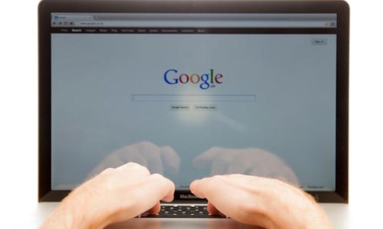 """O Google acaba de divulgar os resultados do """"Year in Search 2018"""", revelando pessoas, lugares, eventos e muitos outros dos temas pesquisados no motor de busca mais utilizado no mundo.Inúmeras pessoas queriam saber como sair de uma rede social, drenar um radiador e, ainda, como resolver o icônico Cubo de Rubik. Se você é uma dessas pessoas, não procure mais, pois a Menina Digital traz hoje as respostas às 10 principais perguntas sobre """"como fazer"""" pesquisadas no Google em 2018. CONFIRA! ➤ Marketing de Conteúdo, Redes Sociais, Content Marketing, Social Media, Tendências 2019, Inteligência Artificial, Estratégias Online, Estratégias Digitais"""